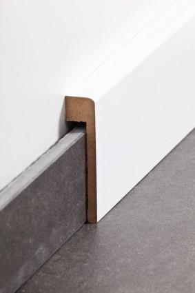 leiste 38 abdeckleiste f r fliesensockel 2500 x 80 100 x 19mm wei wandleiste ebay. Black Bedroom Furniture Sets. Home Design Ideas